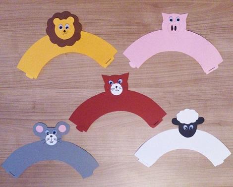Ausgeschnitte Banderolen für die Tier-Muffin-Wrapper
