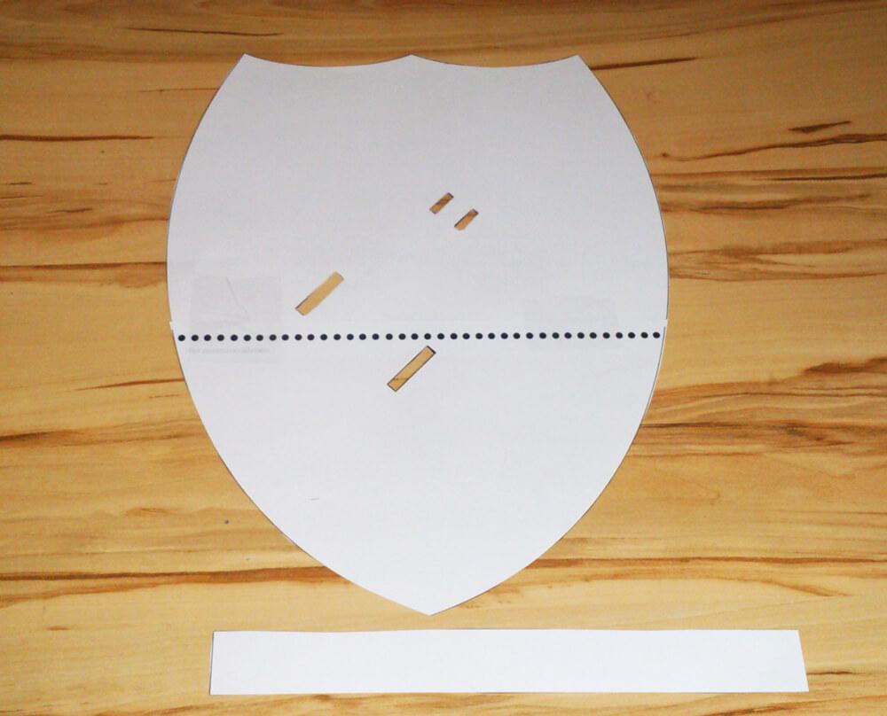 Schablone zum Basteln eines Ritterschilds aus Pappe