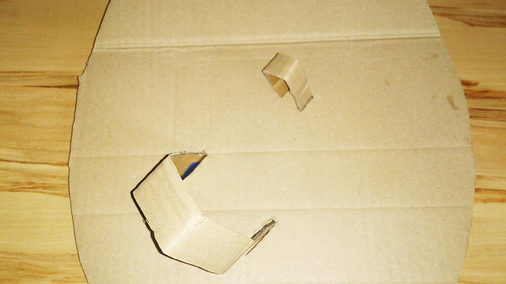 Schlaufen des Pappschildes