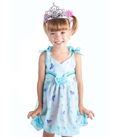 Kleines Mädchen auf einer Prinzessinnen-Party