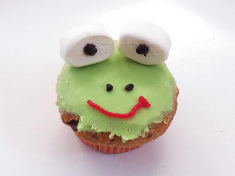 Als Frosch dekorierter Muffin
