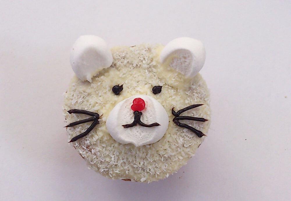 Als Katze dekorierter Muffin