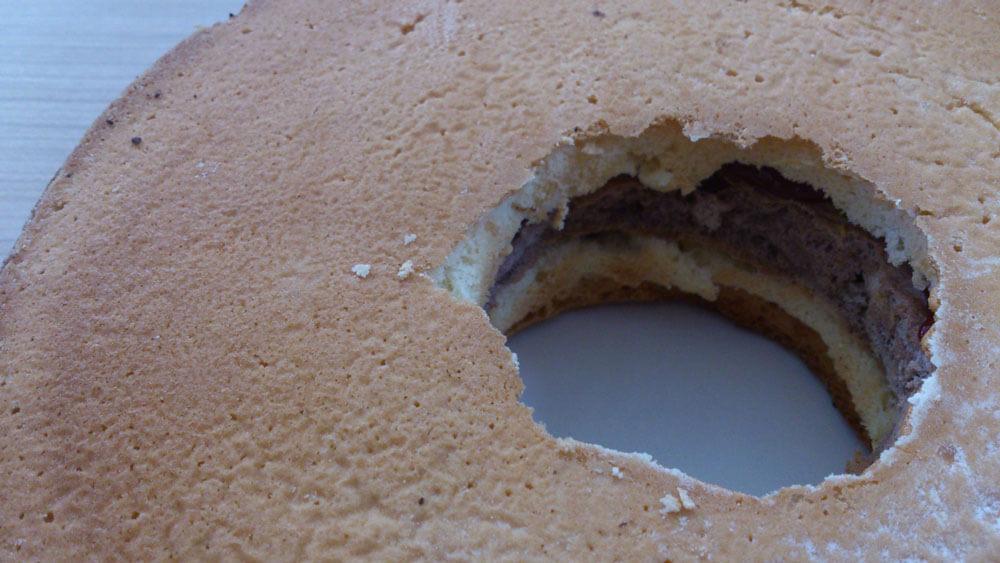Geschichteter Pinata-Kuchen