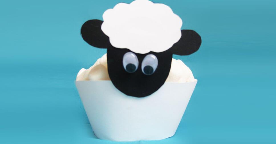 Kinder-Muffins im Schaf-Design
