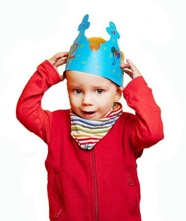 Kindergeburtstag feiern - Geburtstagskind mit Krone